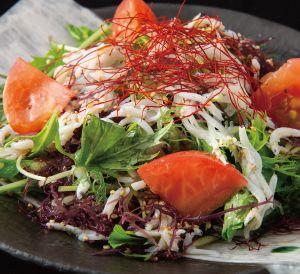 釜揚げしらす、海藻、水菜のチョレギサラダ